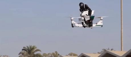 Flying Hoversurf Scorpion 3. [Image Credit: CNN.com]