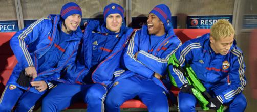 CSKA Moscow players including Keisuke Honda sit on the bench during a previous match. (Image via Ryu Voelkel/Flickr)