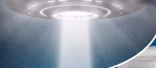 Paolo Nespoli ha filmato un UFO entrare nell'atmosfera terrestre.