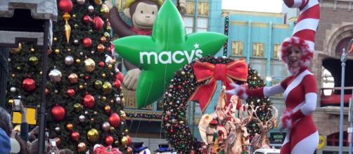 The Macy's Parade kicks off Thanksgiving Day at 9 am. [Image via BigFatPanda/YouTube]