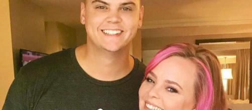 Tyler Baltierra poses with wife Catelynn Lowell. [Image via Instagram]