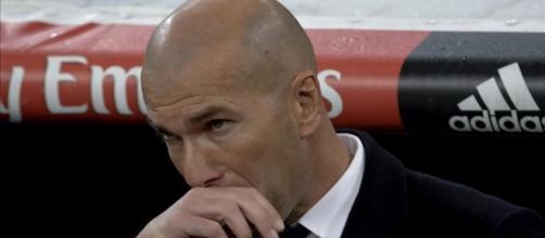 ¡Zidane se 'carga' al primer jugador!