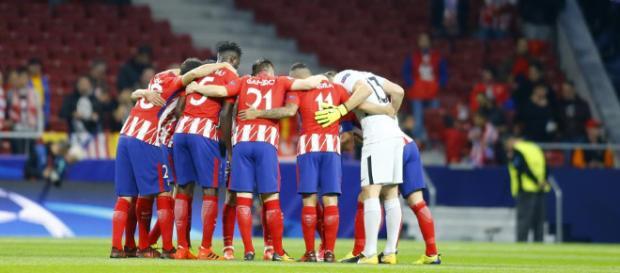 Los jugadores rojiblancos unidos, antes del último partido de Champions (FOTO: mundodeportivo.com