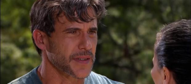 Pedro se surpreende ao saber do arrependimento de Amélia