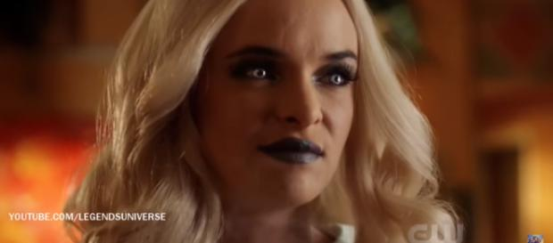 The Flash 4x05 Caitlin turns into Killer Frost Scene [Image Credit: Legends Universe/YouTube screencap]