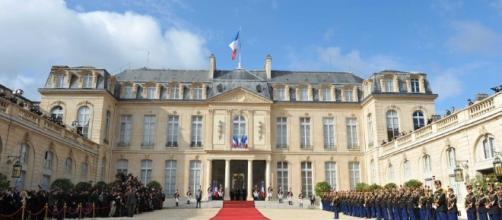 Élysée : Emmanuel Macron veut éloigner les journalistes accrédités - rtl.fr
