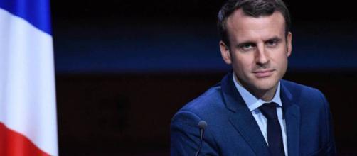 Emmanuel Macron sifflé...puis applaudi par les maires de France ... - leparisien.fr
