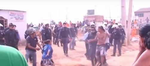 Terrorismo contra o Evangelho no Brasil. Governo derruba templos no DF