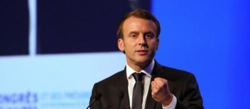 Macron hué et sifflé par une partie des maires - liberation.fr