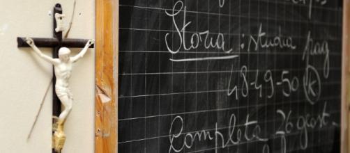 Palermo, vietato pregare a scuola: il preside rimuove la statua ... - nanopress.it