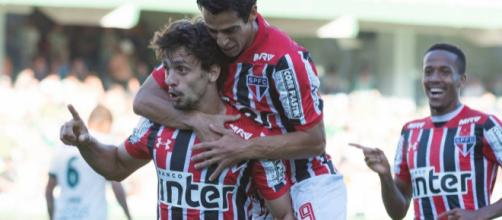 Rodrigo Caio comemorando gol da virada são-paulina
