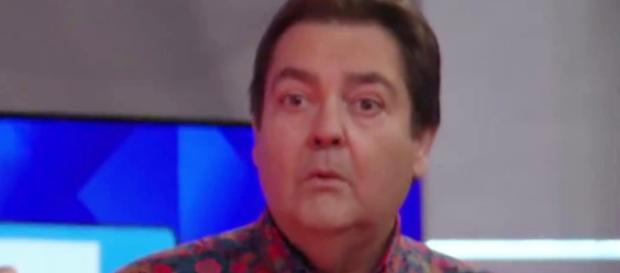 Faustão ouve dura notícia da Globo