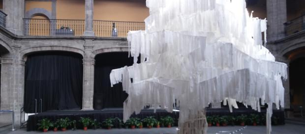 """Obra """"El árbol de la luz"""" del Yucateco Josue Abraham."""