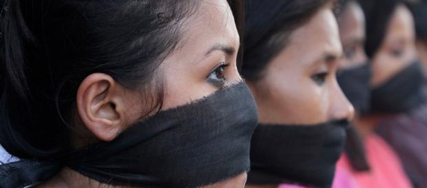 www.bpb.de/cache/images/In Mumbai, Indien, protestieren Journalistinnen mit schwarzen Tüchern vor dem Mund gegen die Gewalt gegen Frauen
