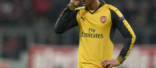El interés de Ozil por parte del Barcelona divide opiniones entre los socios del club ... - givemesport.com