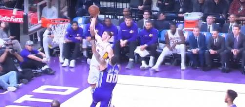 Lakers rookie Lonzo Ball going for a slam in their loss to the Kings -- Real GD's Latest Highlights via YouTube