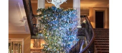 Upside down Christmas trees are trending, (Image via Claridges Hotel Instagram).