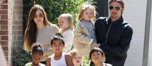 Brad Pitt com Angelina e as crianças