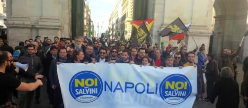 """Una manifestazione del gruppo """"Noi con Salvini"""" di Napoli (Foto: Identità Insorgenti)"""