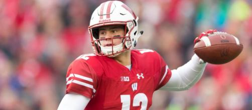 Alex Hornibrook and the Wisconsin Badgers are the only undefeated team in the AP Top 10. [Image via Sport My Life/YouTube]