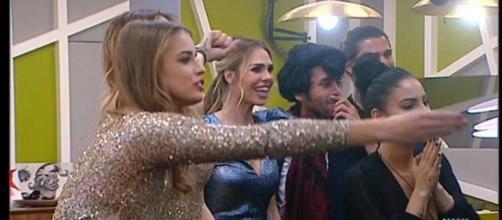 Ilary Blasi ha brindato con i finalisti del GF VIP a fine puntata