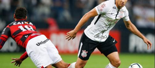 Jogador atuando contra o Flamengo, no campeonato de 2017