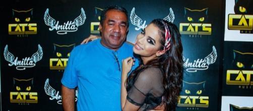 Pai da cantora Anitta revela segredo
