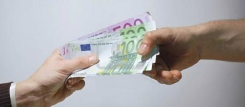 Stop al pagamento delle buste paga e dello stipendio in contanti