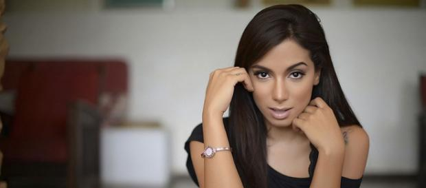 Anitta dá resposta para socialite