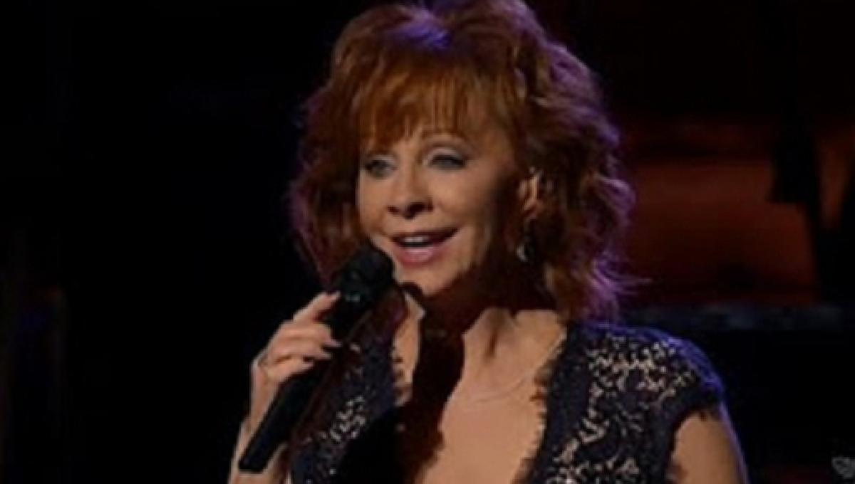 CMA Country Christmas\': Reba keeps things country for 2017