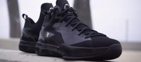 Lakers forward Julius Randle would not wear ZO2s because of his deal with Nike -- SLAM via YouTube