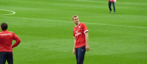 Arsenal defender Per Mertesacker during a training session with his teammates in the past. (Image Credit: Wonker/Flickr)