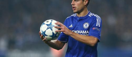 Chelsea defender Cesar Azpilicueta holds a ball in the past. (Image Credit: Aleksandr Osipov/Flickr)
