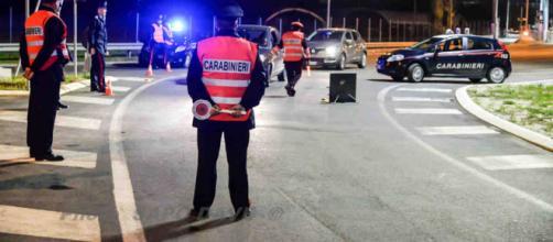 Forza l'alt dei Carabinieri e si lancia dall'auto in corsa, arrestato - anconatoday.it
