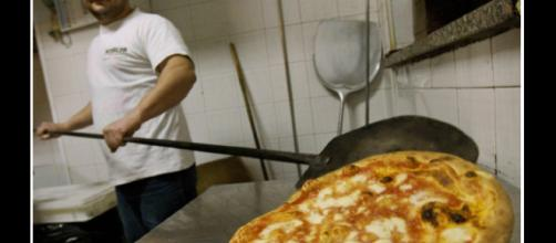 Foto di un pizzaiolo napoletano. Credits: APF