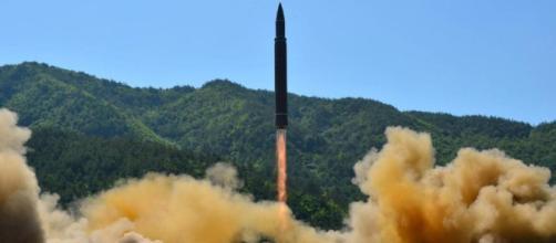 La Corea del Nord lancia un nuovo missile balistico - lastampa.it