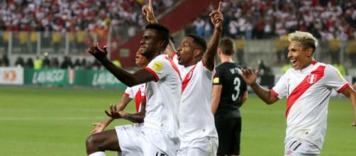 La gioia dei giocatori peruviani dopo la qualificazione ai Mondiali di Russia