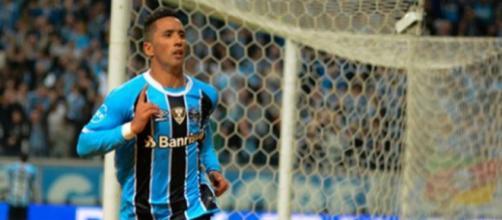 Lucas Barrios é esperança de gols