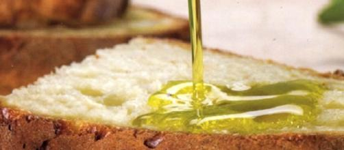 Pane e olio alla base della dieta mediterranea | Foto baritoday.it |