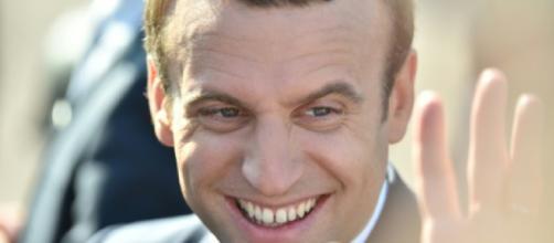 Sondage: popularité stable pour Macron, en légère hausse pour Philippe - bfmtv.com