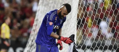 Goleiro falhou nos dois gols da vitória do Santos sobre o Flamengo