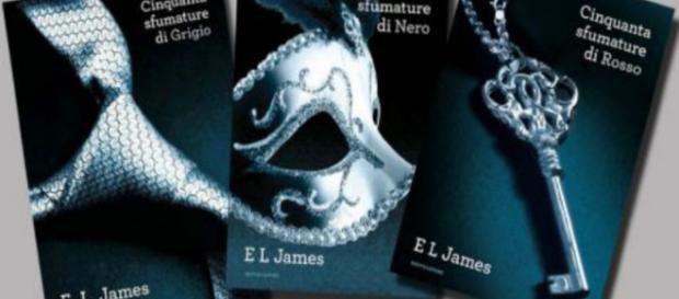 Le copertine dei libri della trilogia dell'autrice E.L.JAMES