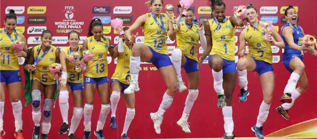 As meninas brasileiras comemoraram muito o título do Grand Prix 2017. (Divulgação: FIVB)