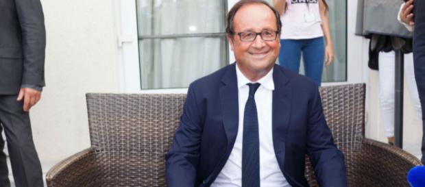 Le Grand prix de l'humour politique 2017 décerné à François Hollande - bfmtv.com