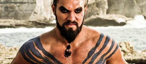 Jason Momoa alias Khal Drogo dans Game of Thrones à spoiler le sort d'un personnage dans la saison 8 de Game of Thrones.