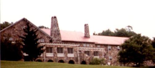 Mountain Lake Lodge in Virginia. [Image via Niki Taylor]