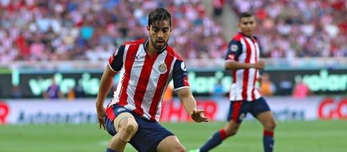 Rodolfo Pizarro durante el juego de Chivas vs Pumas
