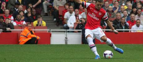 Arsenal player Mesut Ozil in a past match(image via Ronnie MacDonald/Wikimedia Commons)
