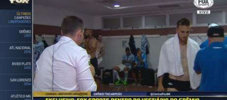 Repórter foi até os vestiários do Grêmio após o jogo