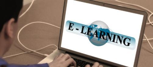 Teaching english online - Image credit - CCO Public Domain | Pixabay